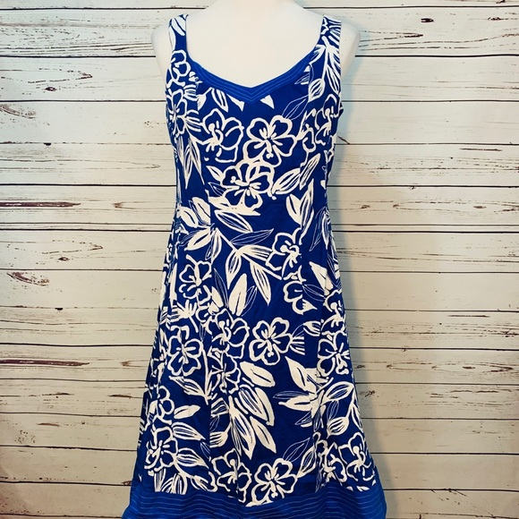Dorby Dresses & Skirts - {DORBY} Blue & White Hawaiian Floral Dress